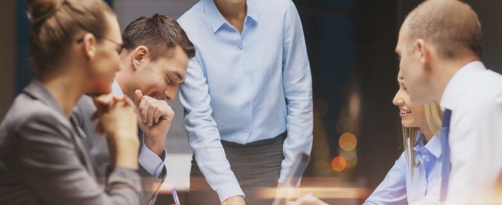 Affärsmöte - Teamout erbjuder kvalificerade ledarskapsutbildningar inom UGL, utveckling av grupp och ledare